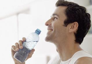 【男性尿道炎是什么症状】尿道炎,多喝水会不会好?